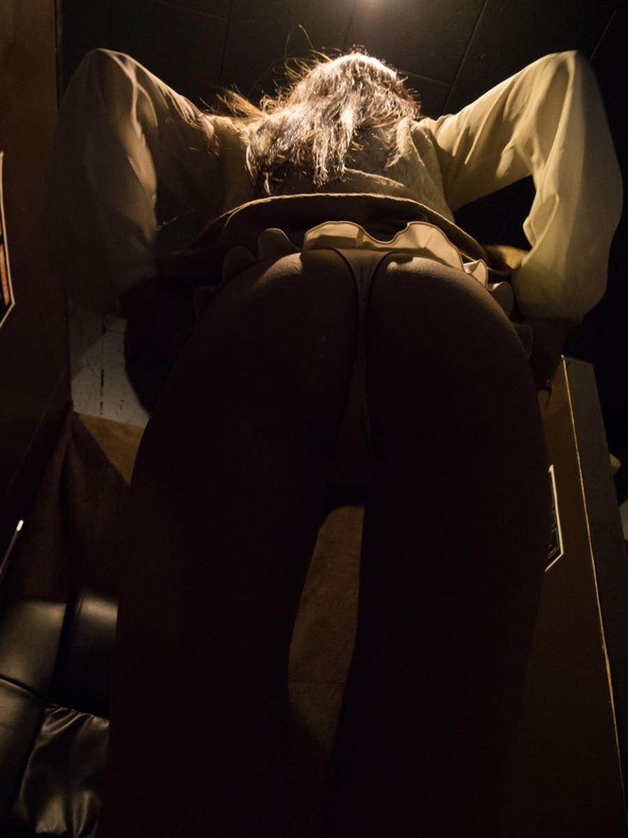 ネットカフェでハメ撮りを楽しむ素人セックス画像 59
