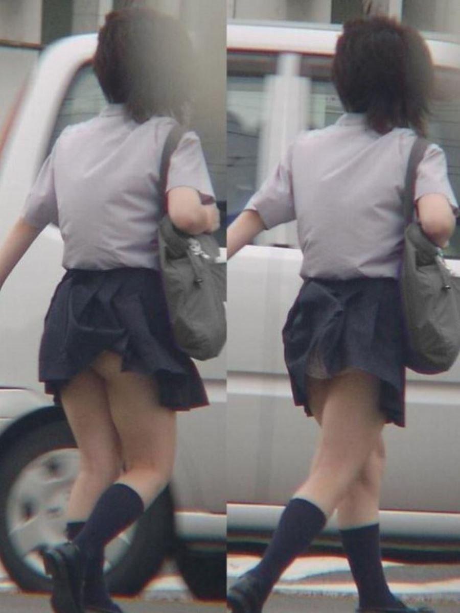 制服のスカートが風に舞う JKパンチラ画像 75