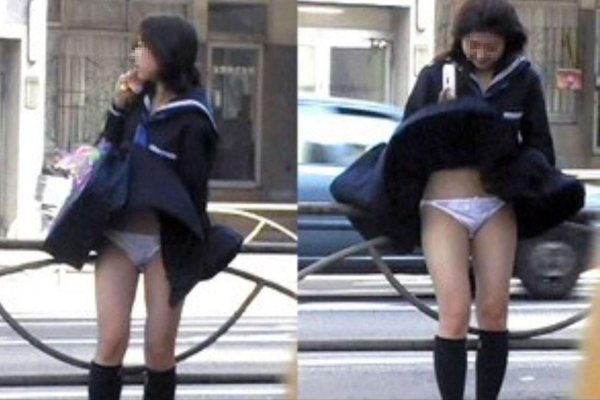 制服のスカートが風に舞う JKパンチラ画像 99