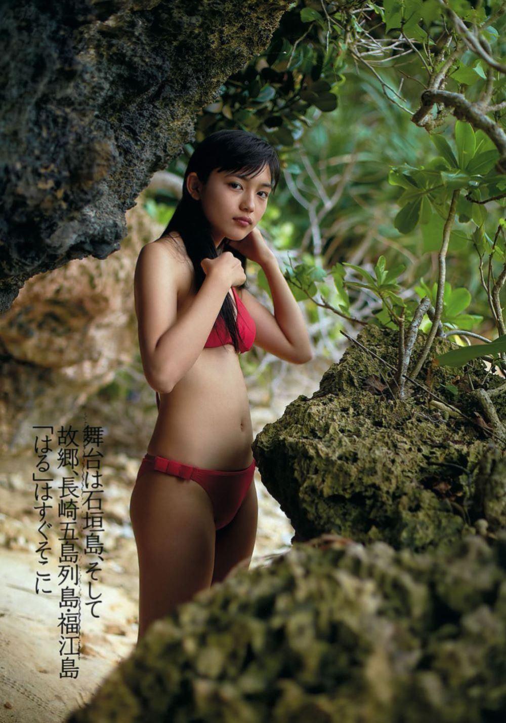 川口春奈の最新ビキニでシコれる水着グラビア画像 44