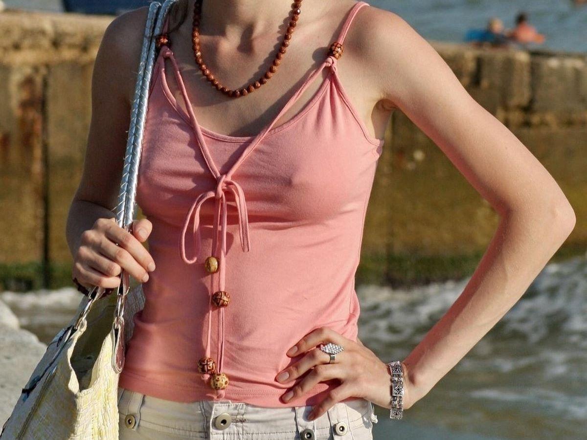 ノーブラ外国人の胸ポチ画像 6