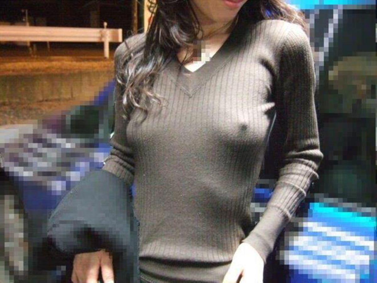 ノーブラ外国人の胸ポチ画像 10