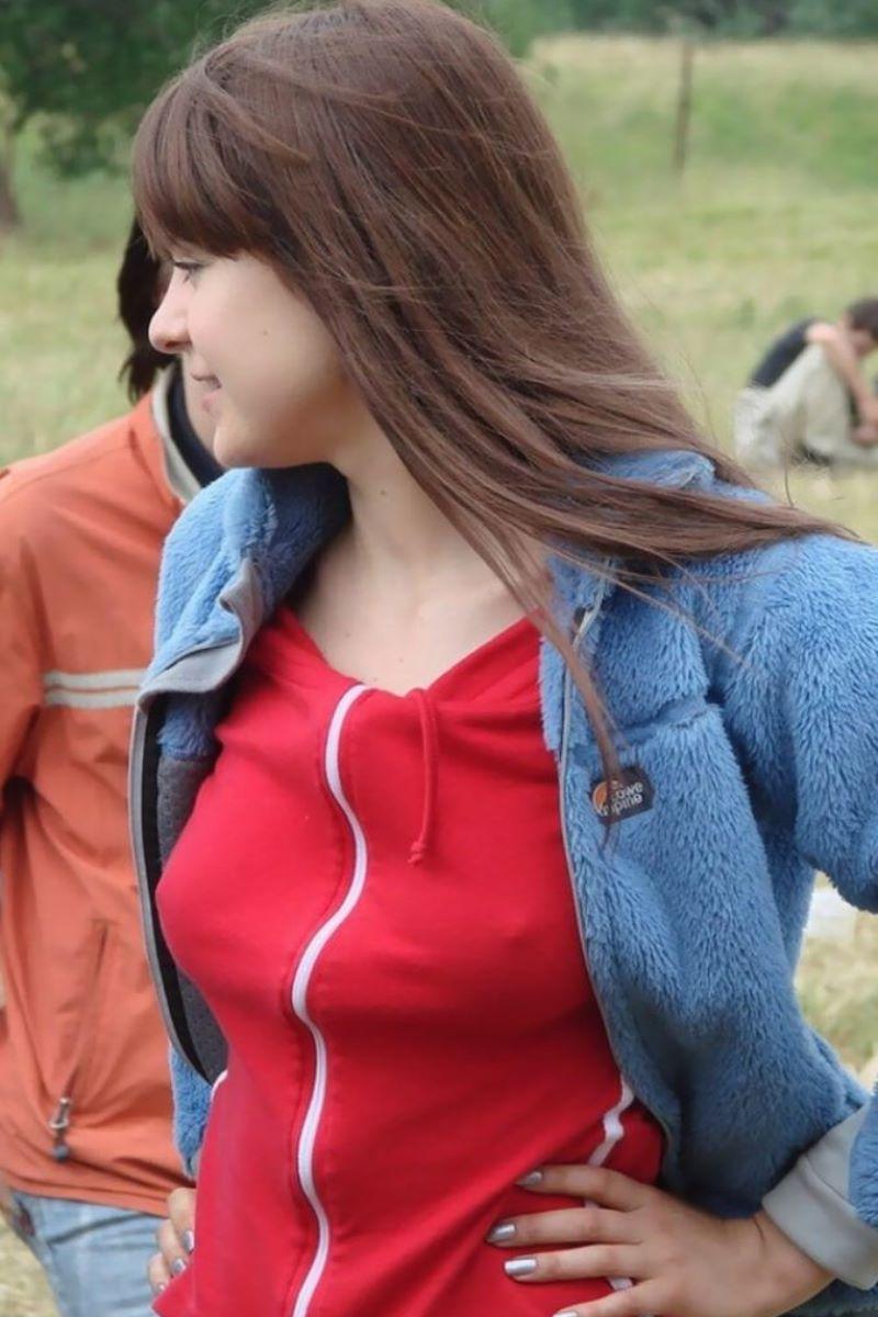 ノーブラ外国人の胸ポチ画像 17