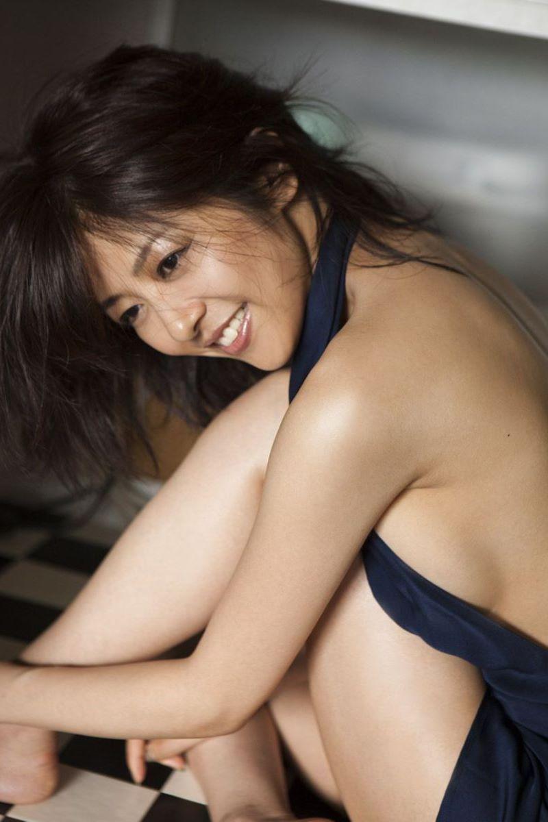 長野博と結婚した白石美帆のセクシー画像