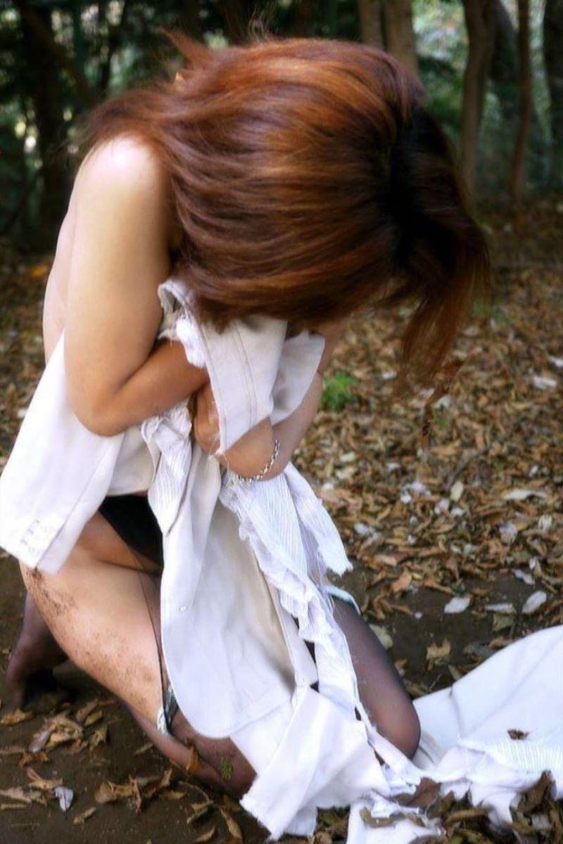 レイプ後に放置せれて放心状態な女の画像 28