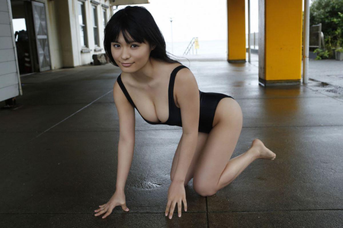 しっとりセクシーな星名美津紀の水着画像 36