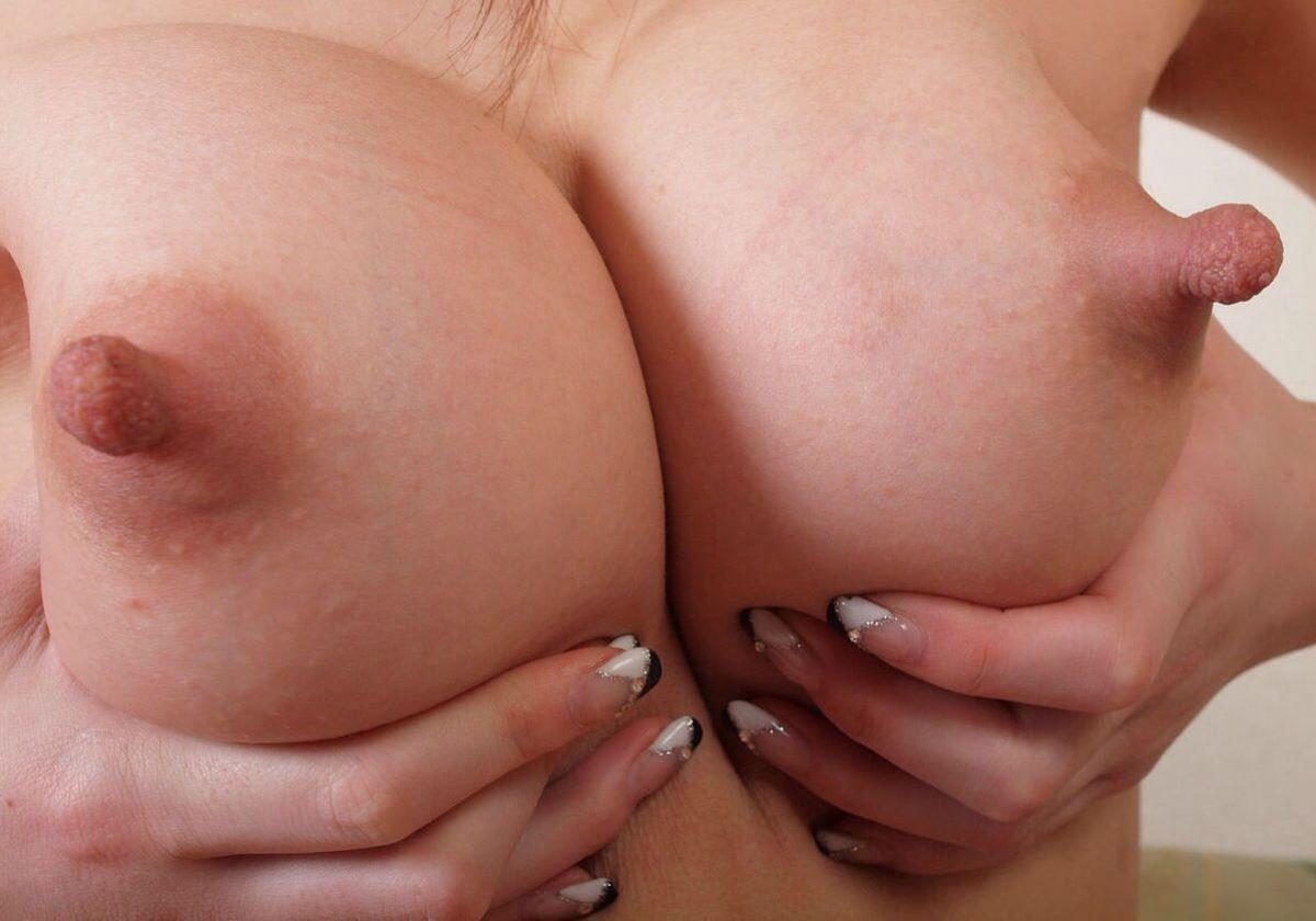 大きくて長いデカ乳首画像 28