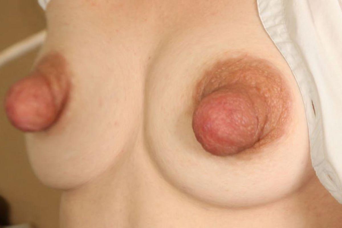 大きくて長いデカ乳首画像 97
