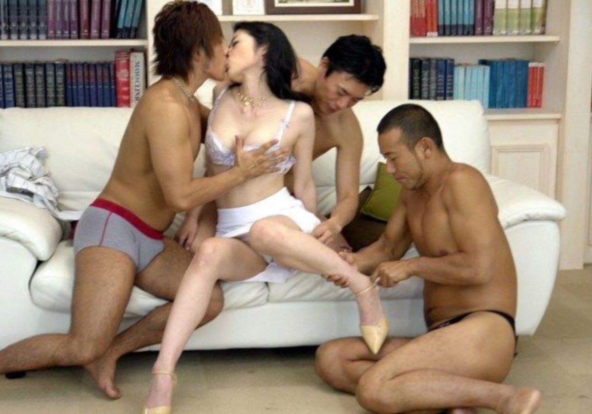 輪姦や乱交の集団セックス画像 80