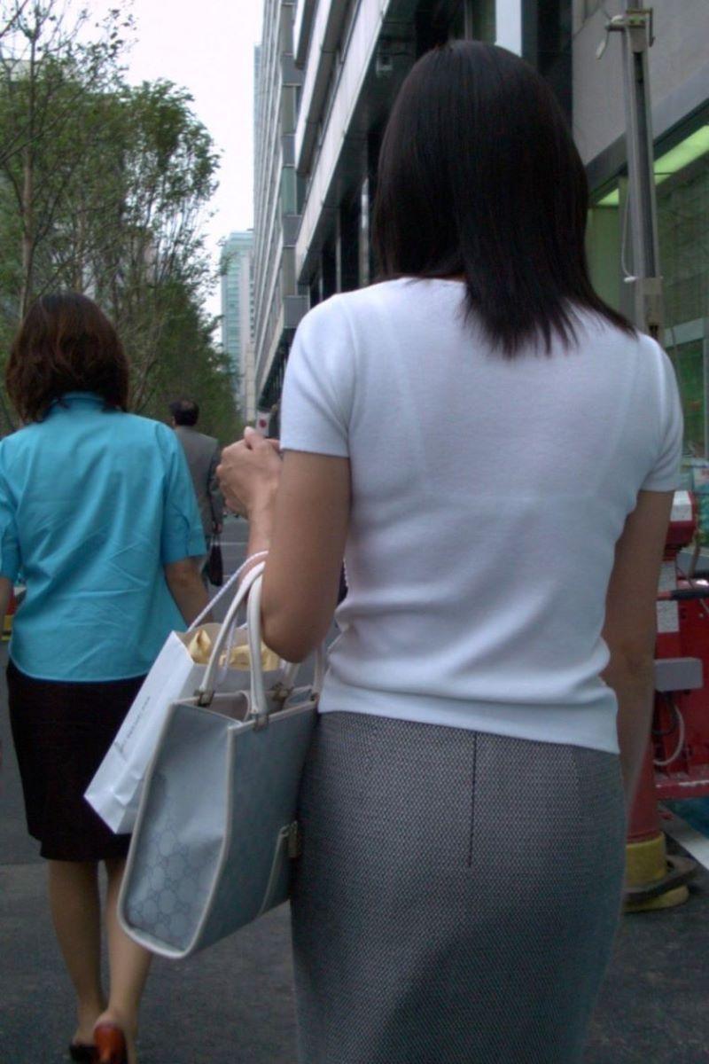 働く女性 ブラ透け画像 4