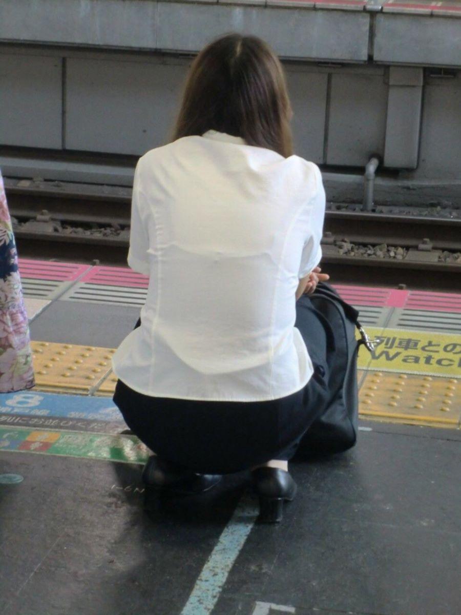 働く女性 ブラ透け画像 8