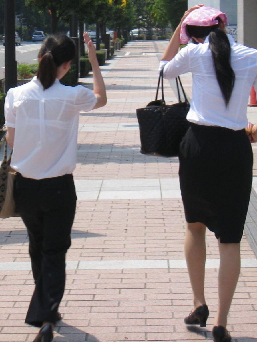 働く女性 ブラ透け画像 11