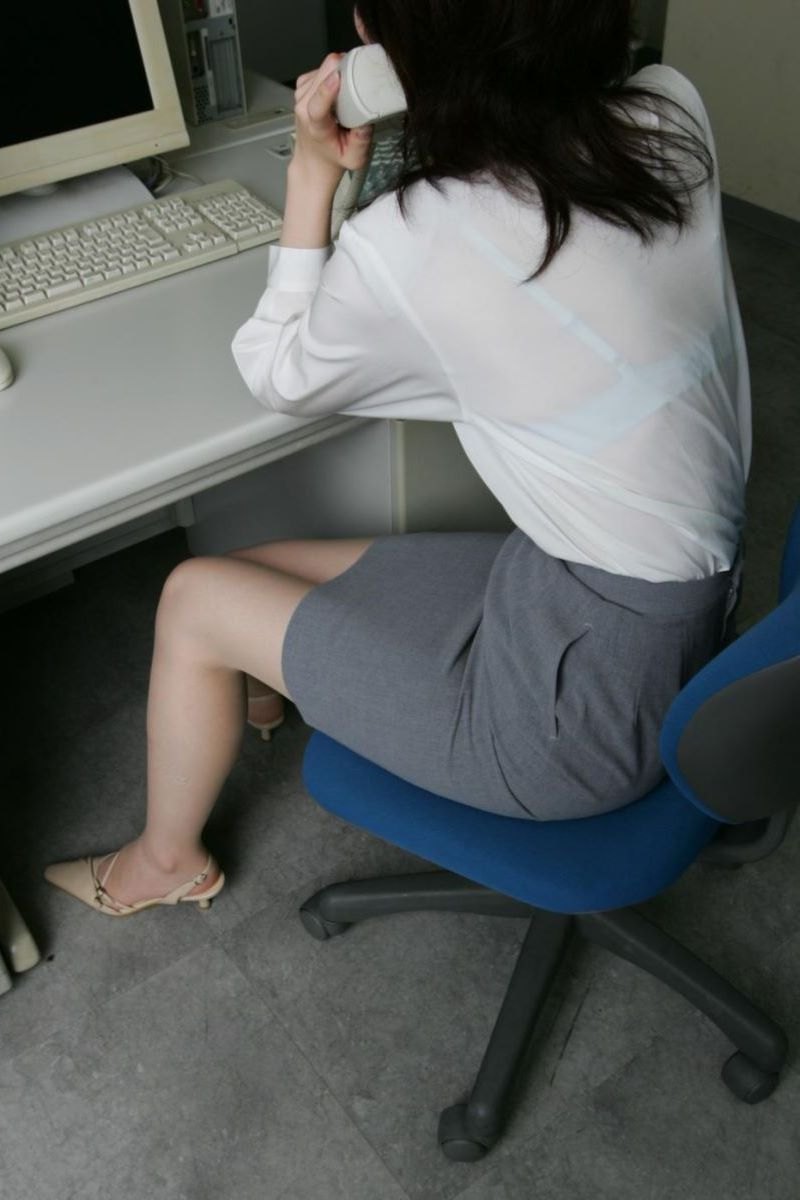働く女性 ブラ透け画像 14