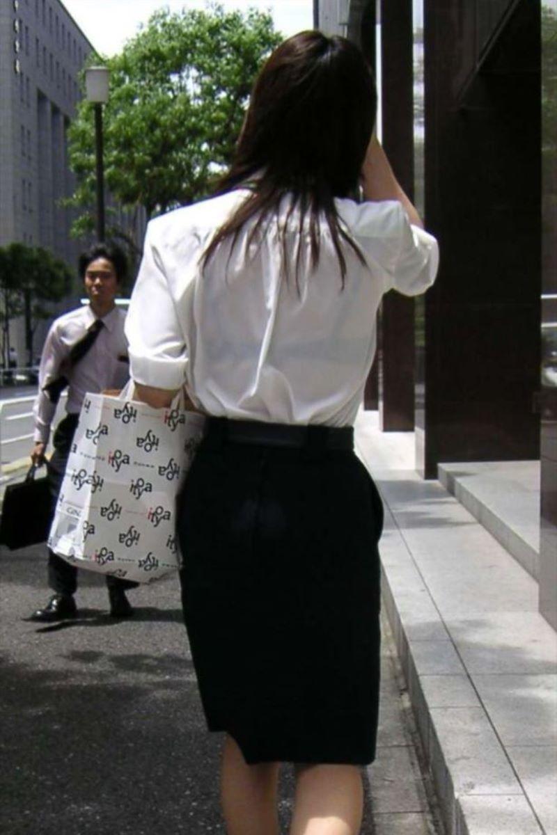働く女性 ブラ透け画像 24