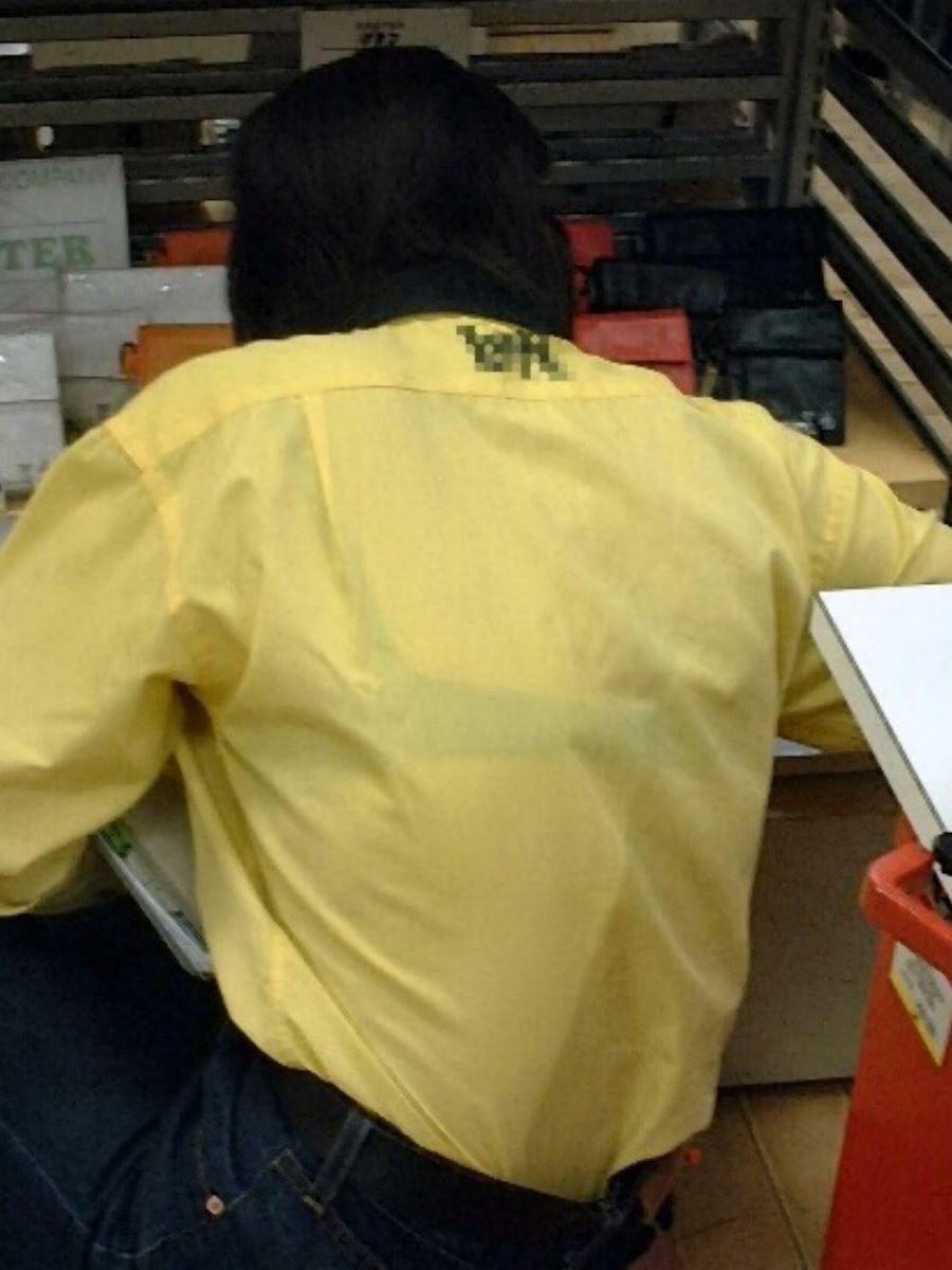 働く女性 ブラ透け画像 32