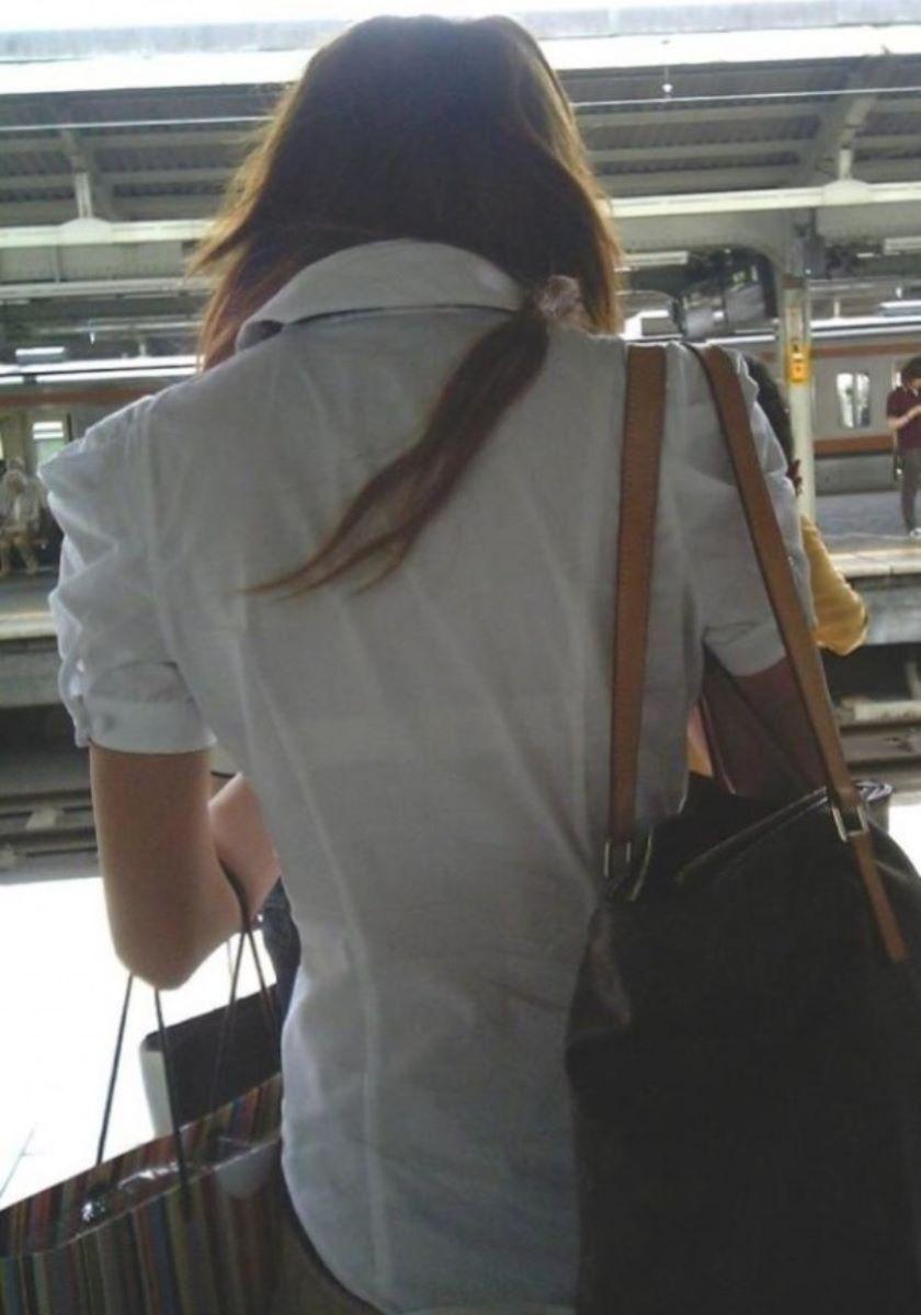 働く女性 ブラ透け画像 48