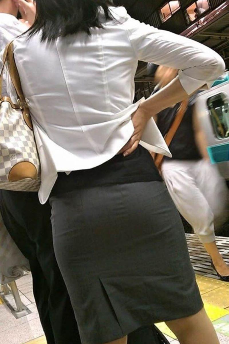 働く女性 ブラ透け画像 57