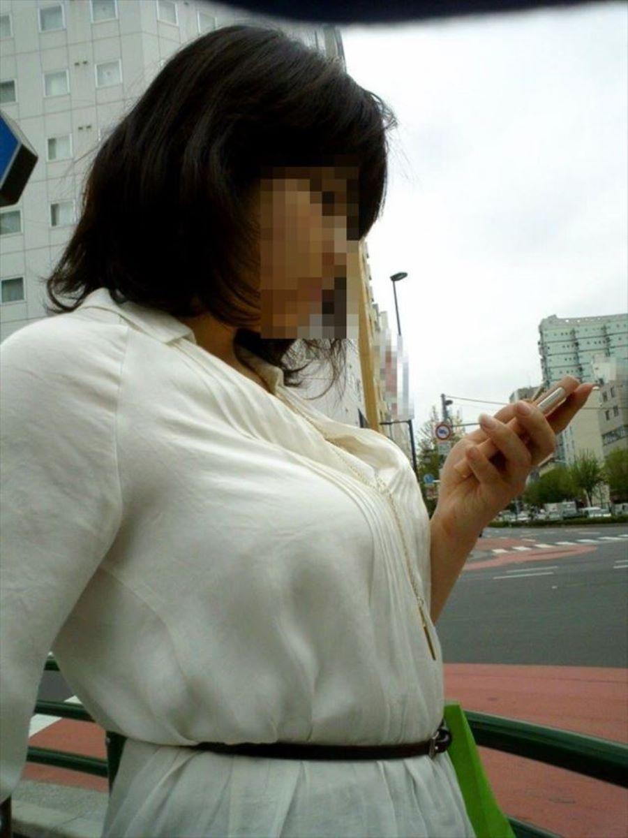 働く女性 ブラ透け画像 59