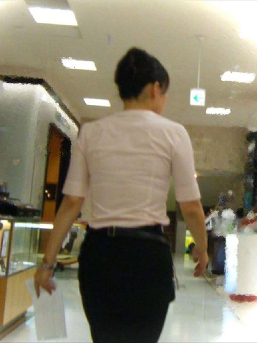 働く女性 ブラ透け画像 72