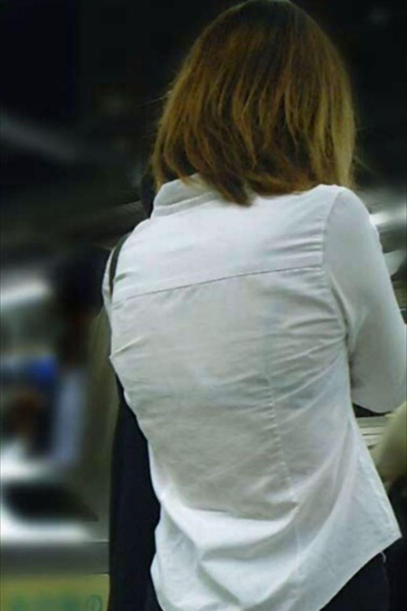 働く女性 ブラ透け画像 77
