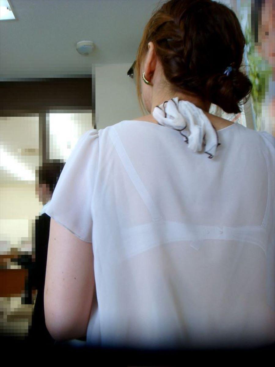 働く女性 ブラ透け画像 81