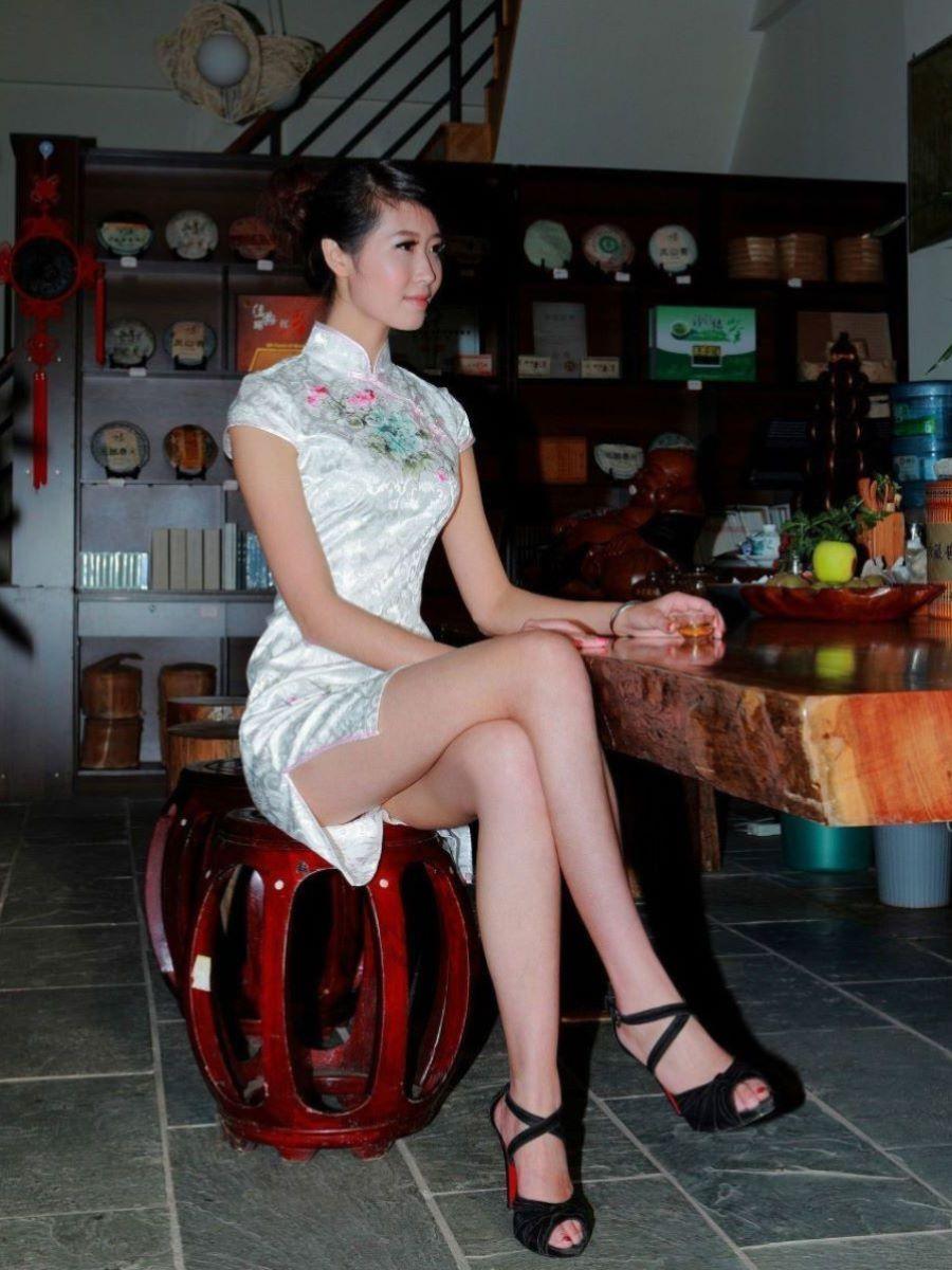 チャイナドレスの美脚にときめくコスプレ画像