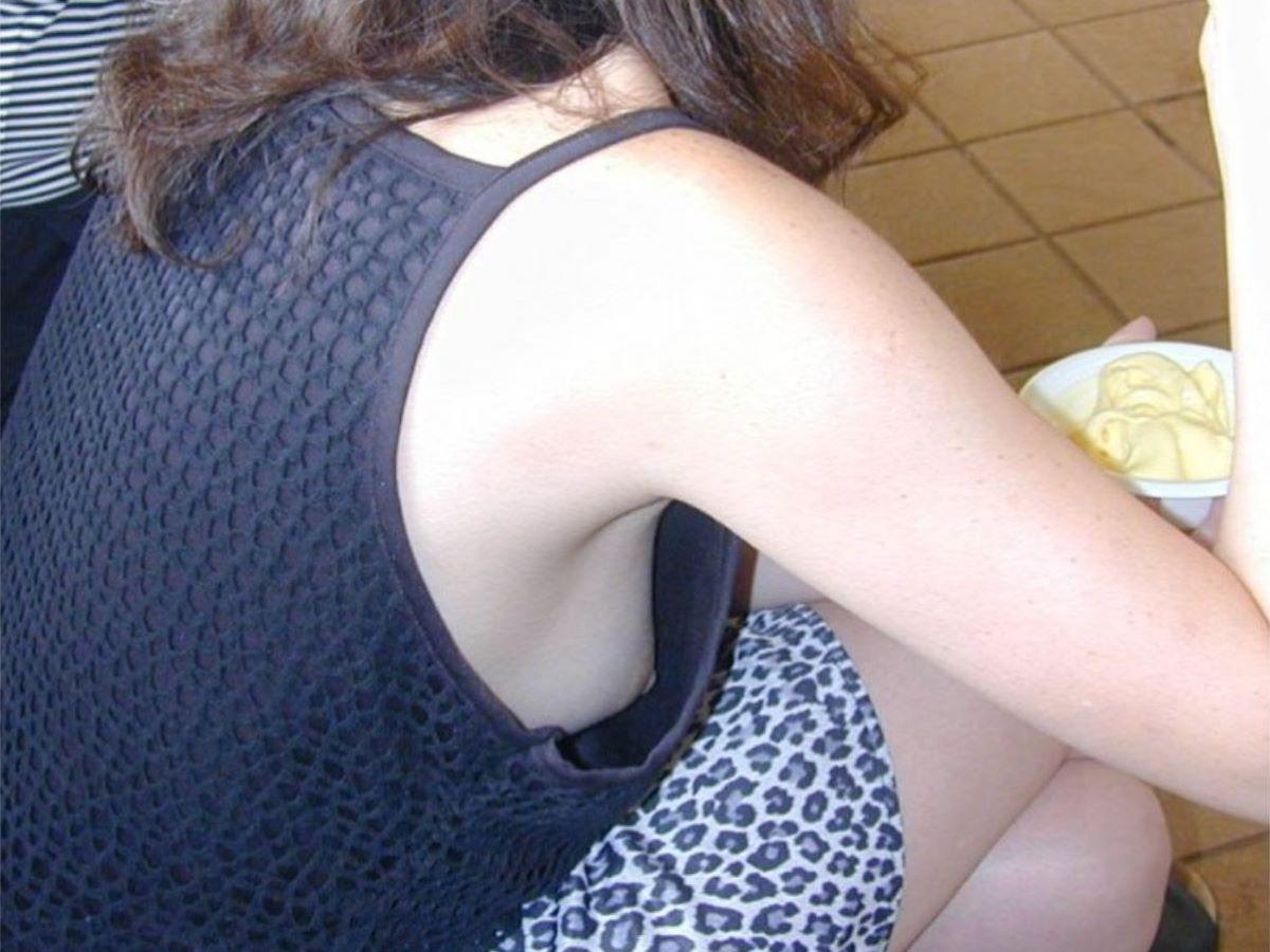 乳首ポロリ ハミ乳首 画像 27