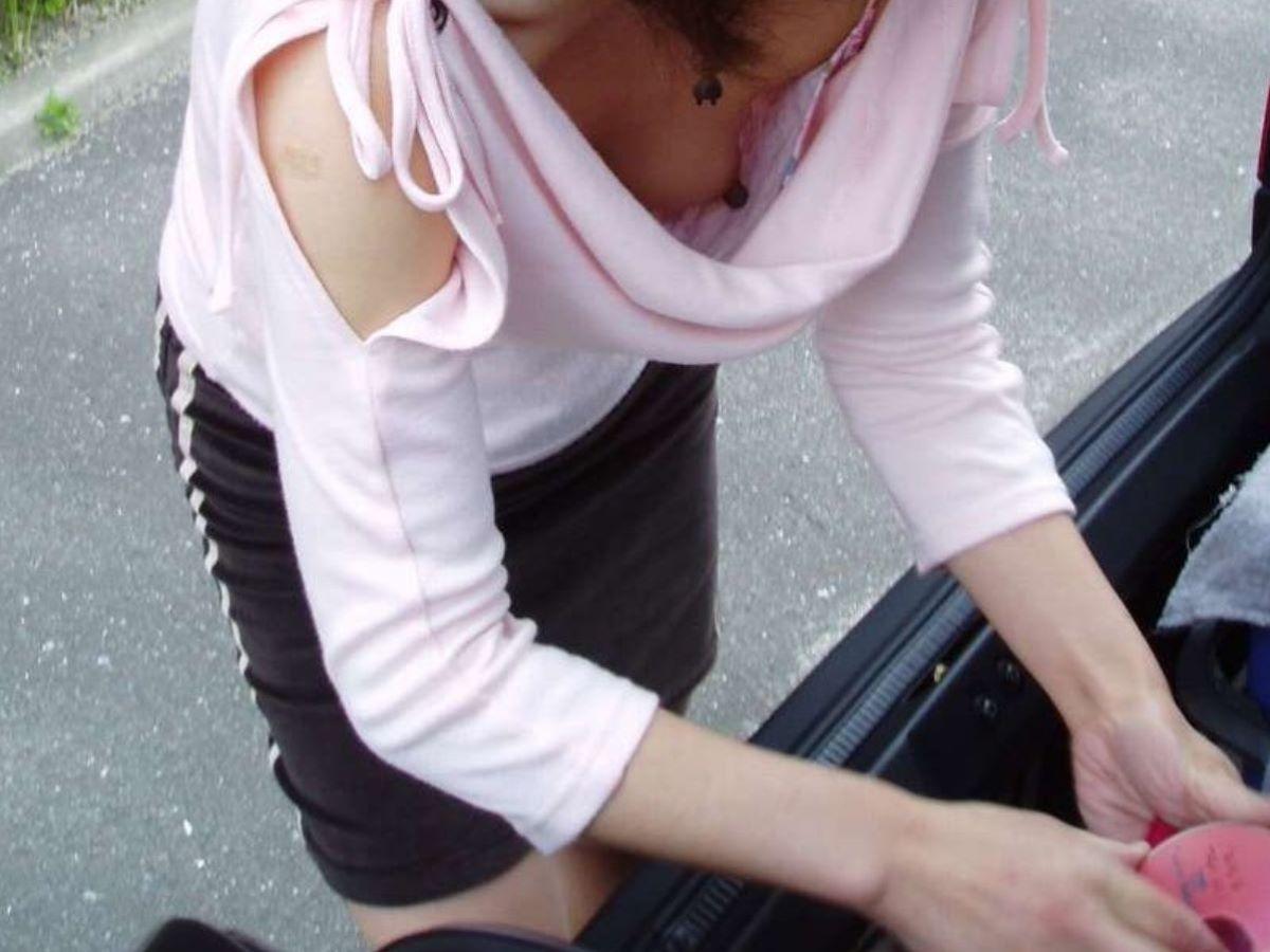 乳首ポロリ ハミ乳首 画像 30