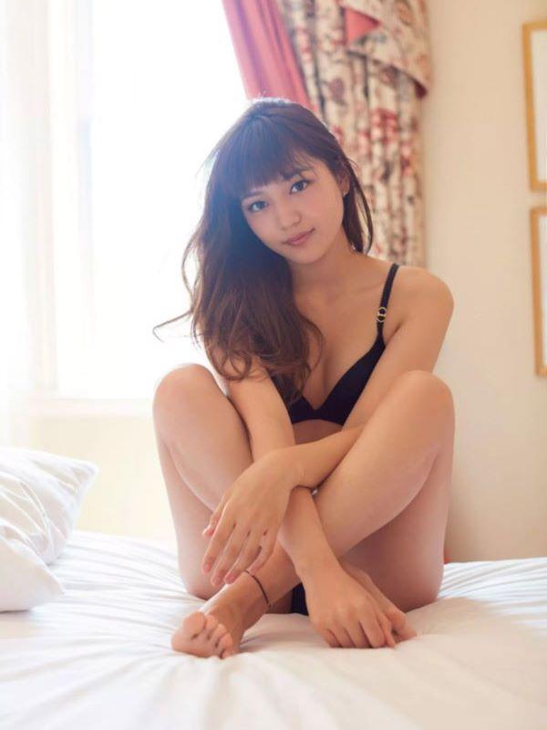 川口春奈の写真集「restart」から最新となる水着や下着のエロ画像
