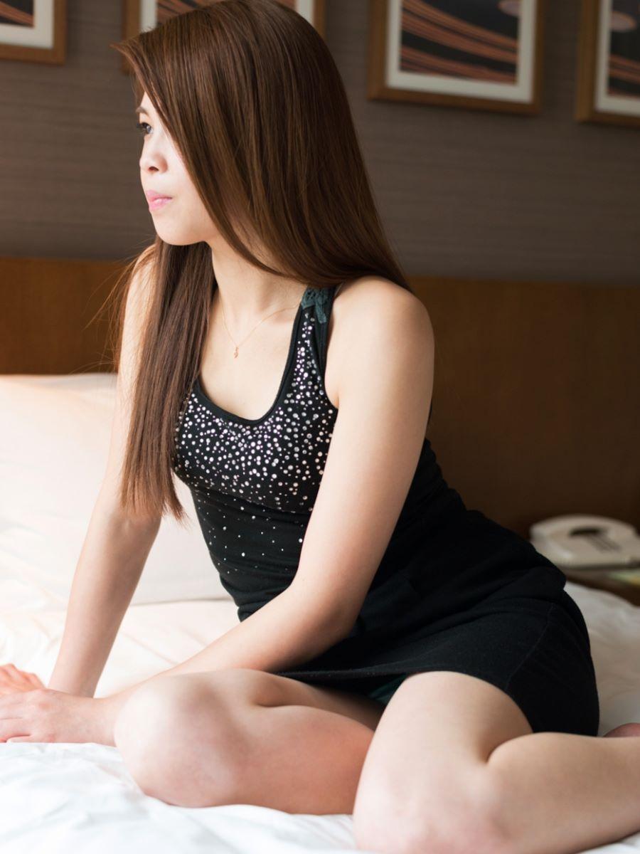 正常位から腹射する素人ハメ撮りセックス画像 39