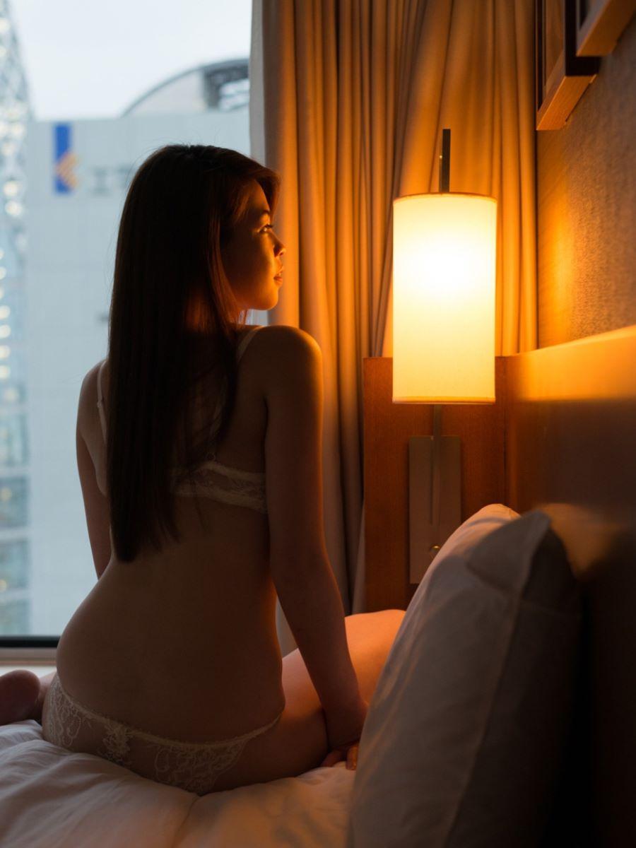 正常位から腹射する素人ハメ撮りセックス画像 118
