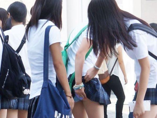 女子高生 パンツ 黒髪 JK パンチラ画像 2