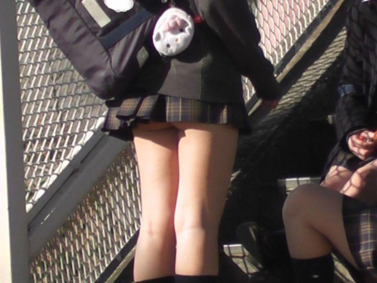JKの太もも画像!!女子校生の生脚が100枚