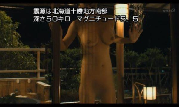 NHKが放送事故?!全裸女性の乳首が映り込む…(※画像あり)