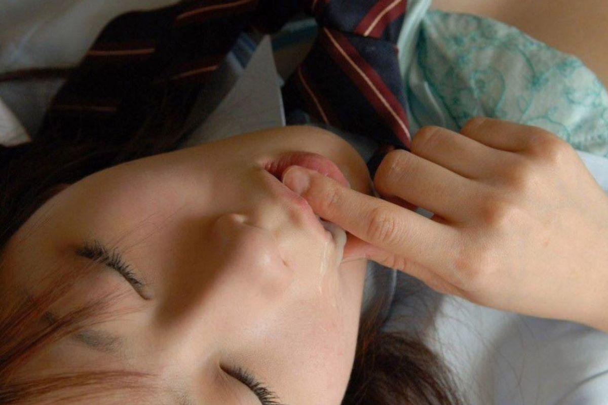 口内射精 エロ画像 141