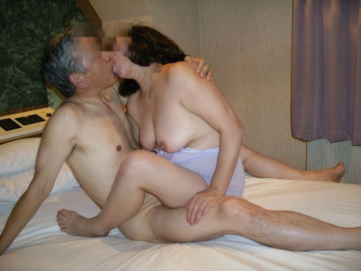 熟女ハメ撮り画像!!素人夫婦の夜の営みが170枚