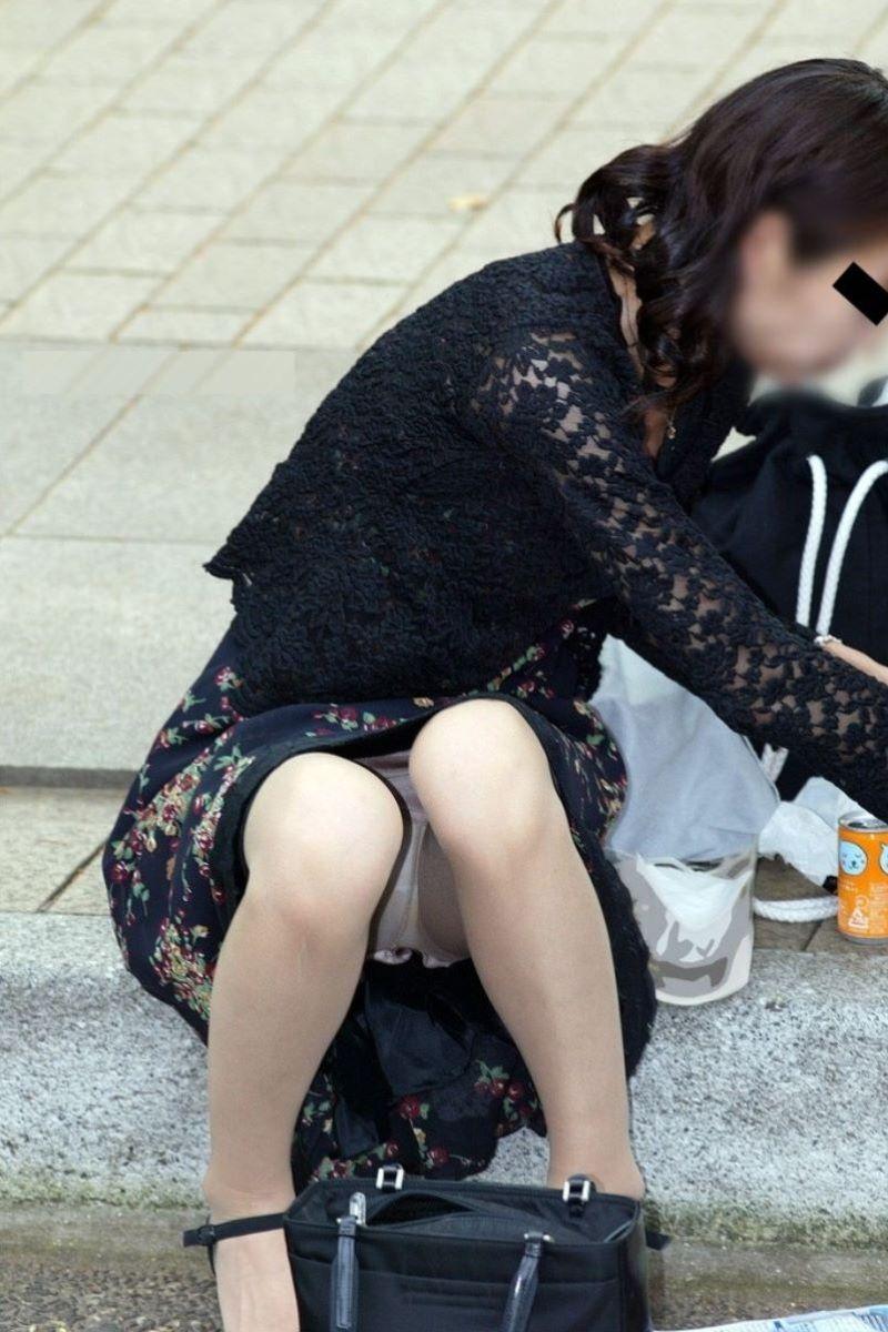 人妻 熟女 パンチラ画像 18