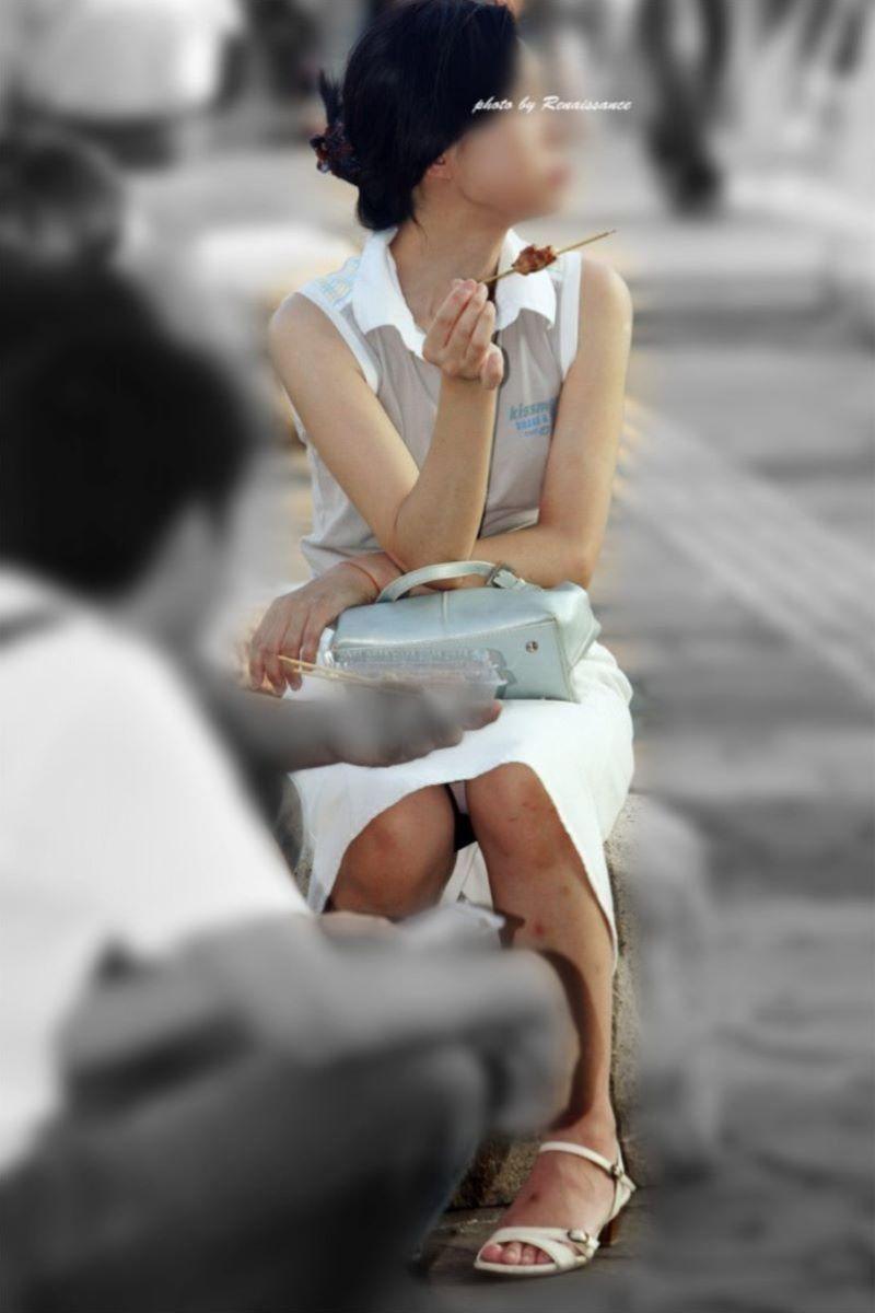 人妻 熟女 パンチラ画像 64