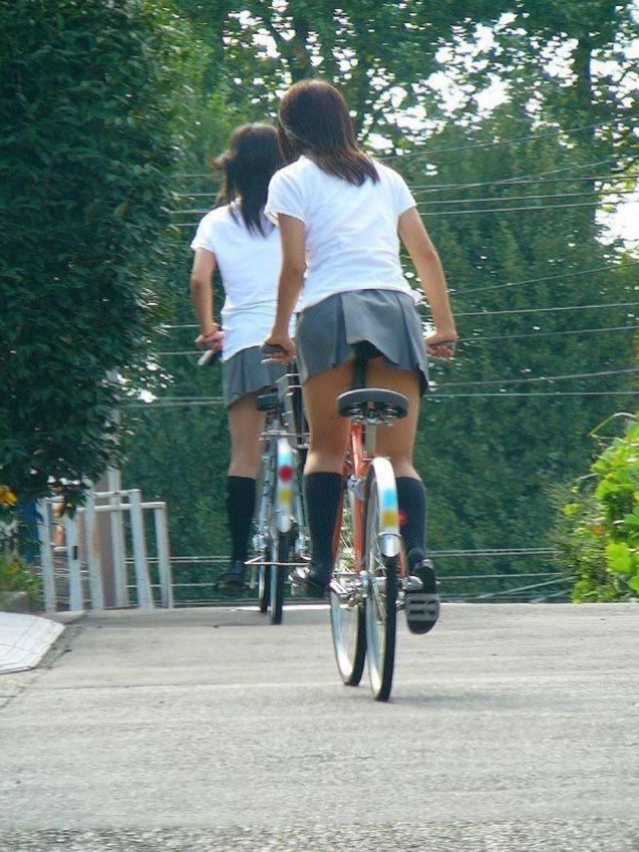JK 自転車パンチラ画像 1