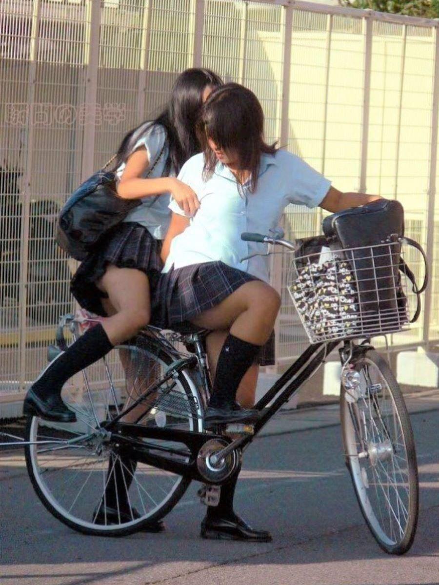 JK 自転車パンチラ画像 3