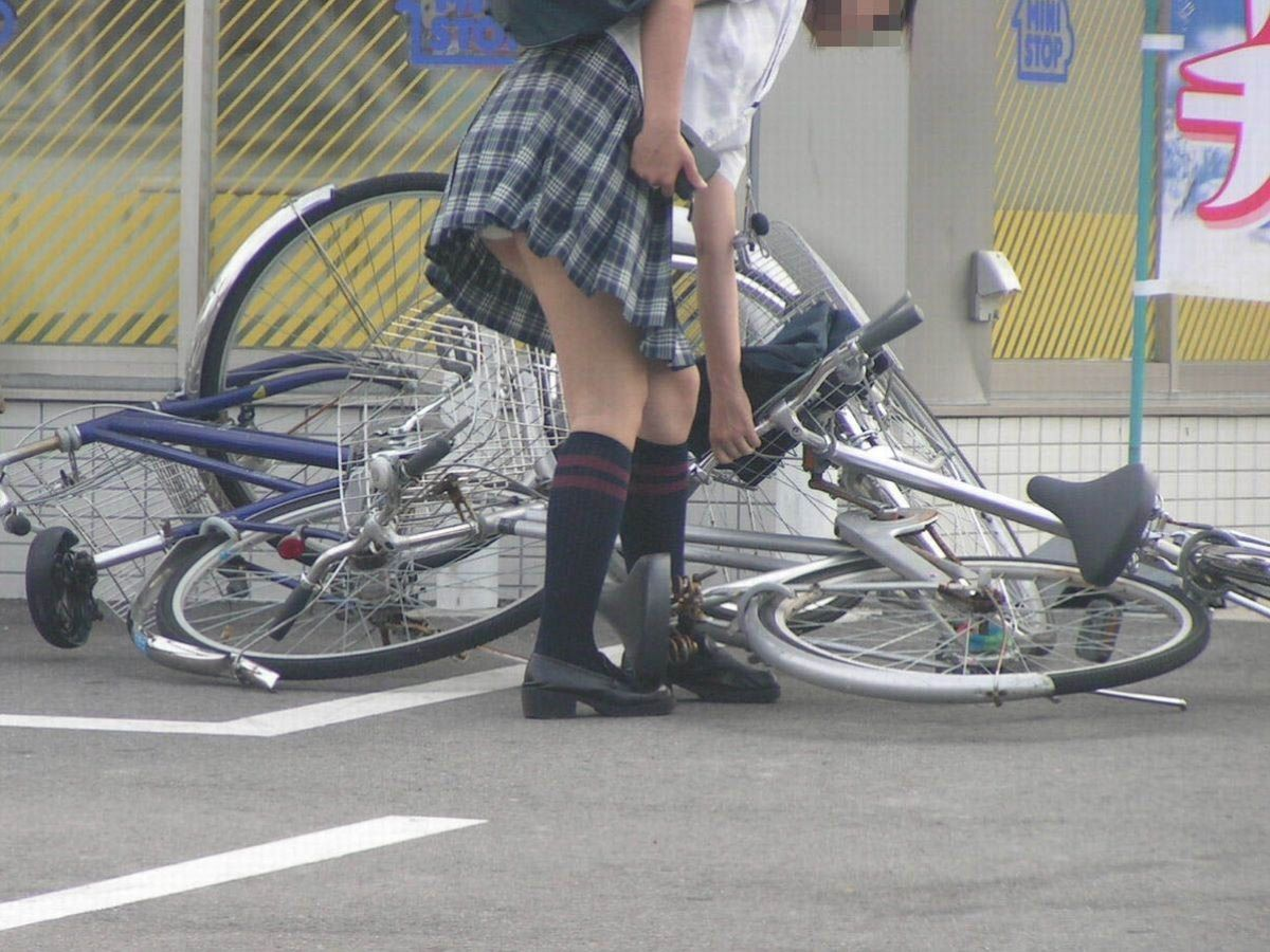 JK 自転車パンチラ画像 7