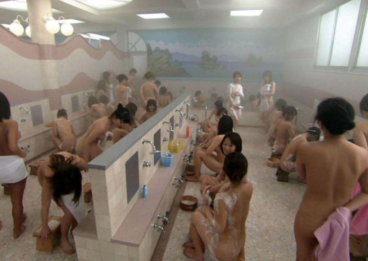 女風呂盗撮!!無防備に入浴してる女湯のエロ画像