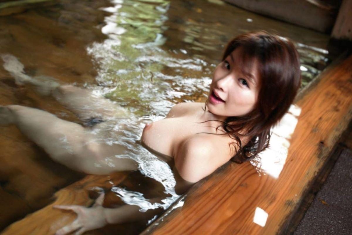 温泉 ヌード画像 73