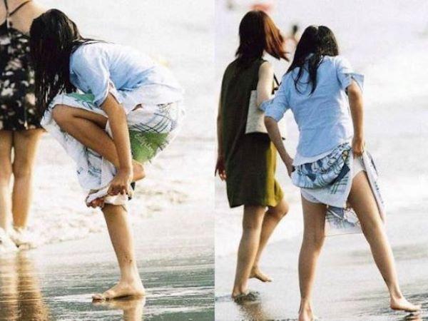 野外限定!連射で見れる水着女子の着替えエロ画像