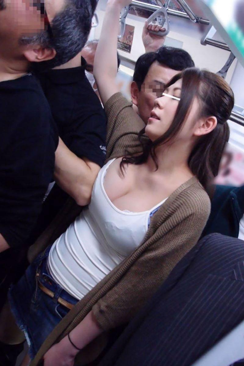 痴漢 エロ画像 34