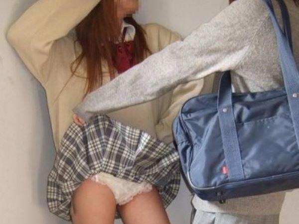 若い女子がふざけて撮ったパンチラ写真がぐうシコ…(※画像あり)