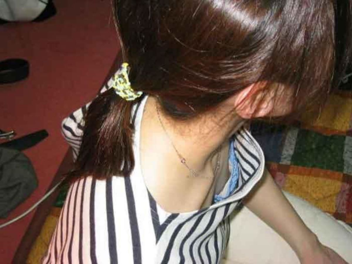 素人 乳首チラ 画像 42