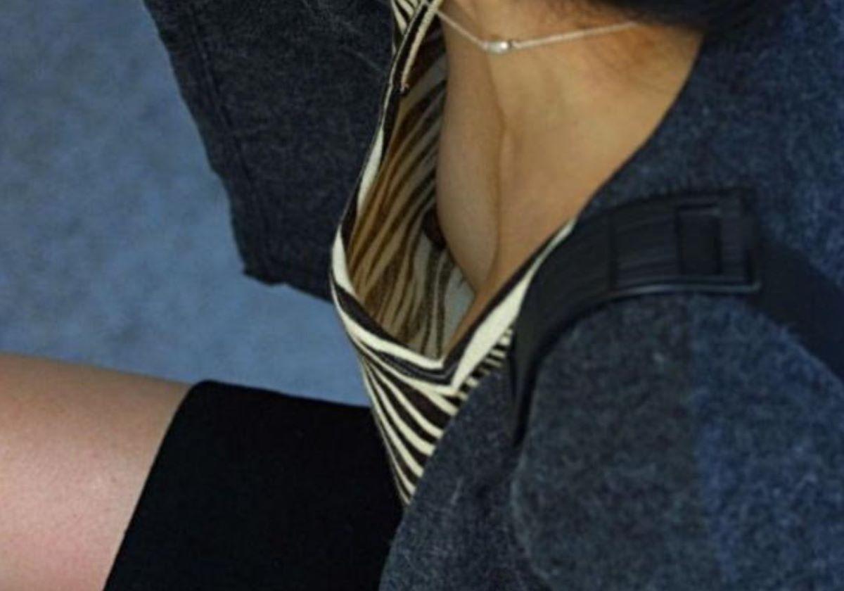 素人 乳首チラ 画像 121