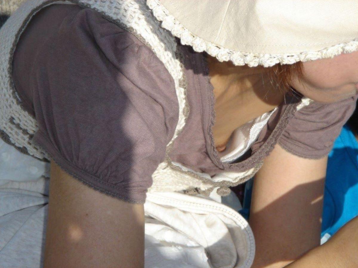 熟女 胸チラ 画像 23