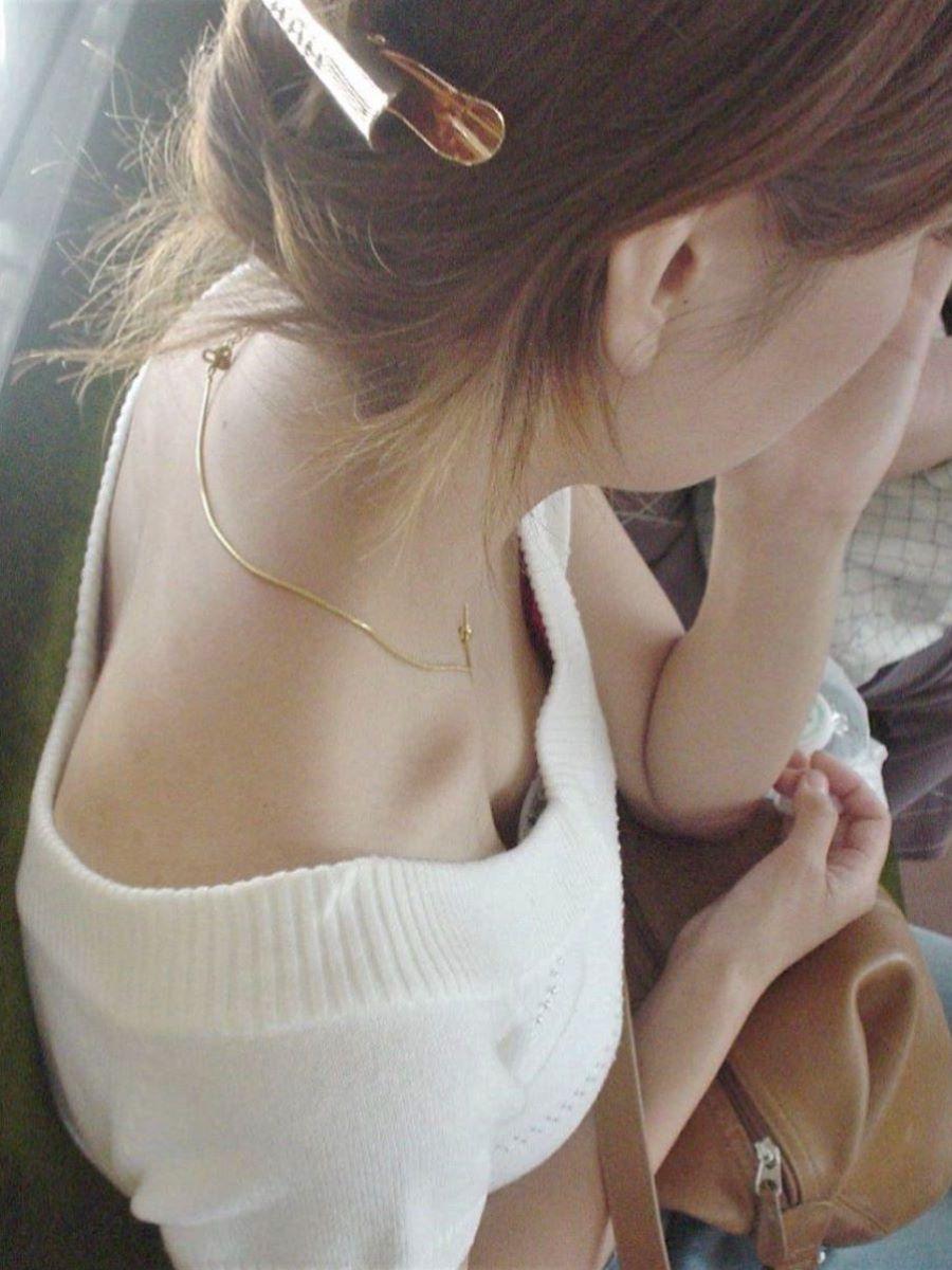 熟女 胸チラ 画像 32